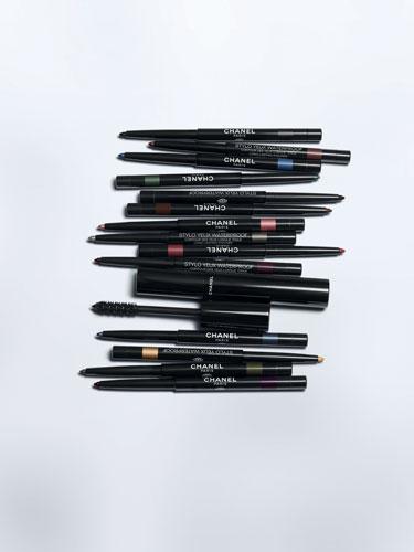 Les crayons et mascaras de cette campagne Yeux 2021 de Chanel sont tous waterproof.