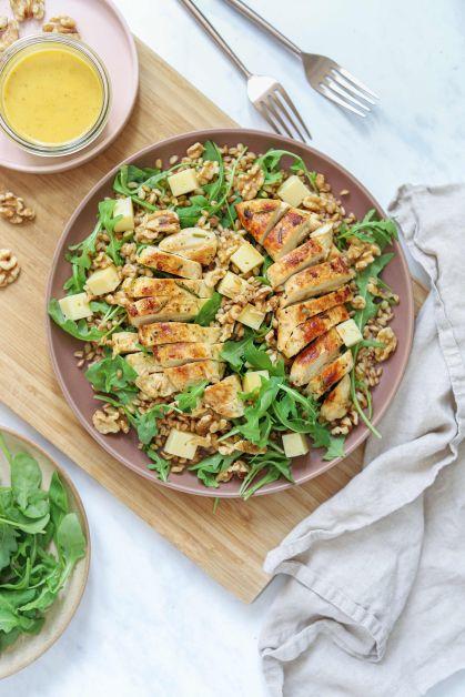 Salade au poulet, petit épeautre et vinaigrette miel-moutarde, recette par Magda Kanaan
