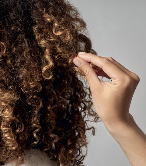 Cheveux bouclés : enfin un mode d'emploi pour les sublimer