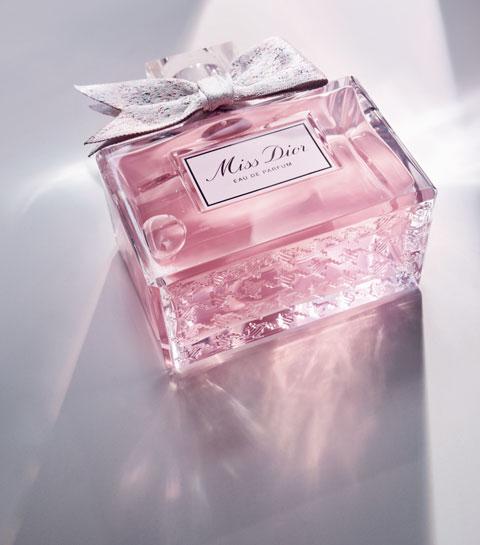 Métier insolite : rubanier pour parfum de luxe