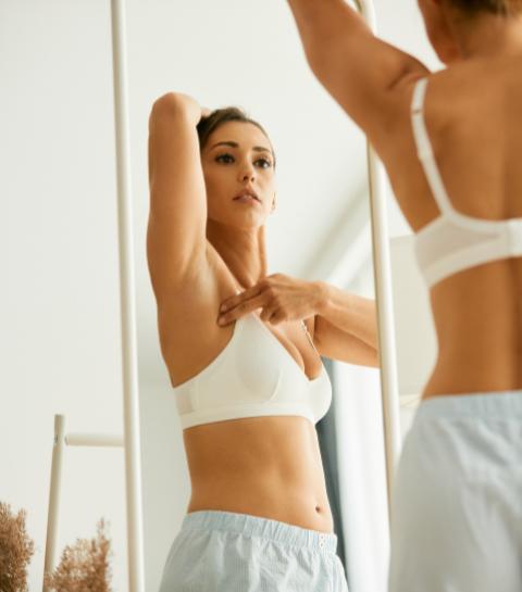 Cancer du sein : à quel âge s'autopalper et se faire dépister ?