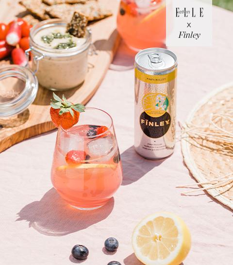 Cocktail met citroen, rood fruit & vlierbloesem