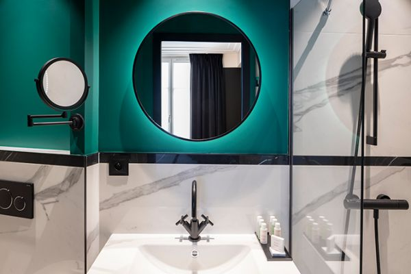 2hotel-parisianer-chambre-bleue-sdb-3