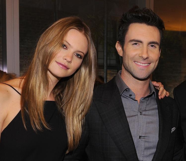 Maroon 5 zanger verloofd met Victoria's Secret Angel