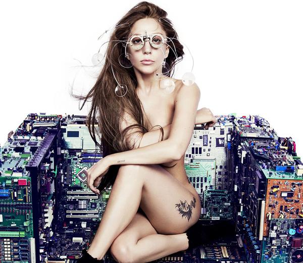 Lady Gaga valt op met nude look