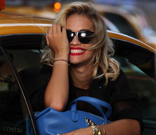 Rita Ora stoot Cara Delevingne van de DKNY-troon
