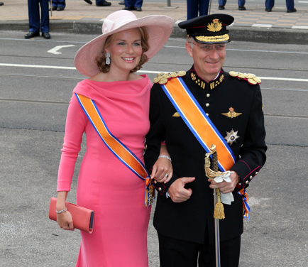 STIJLRADAR: wat draagt prinses Mathilde op de troonswissel?