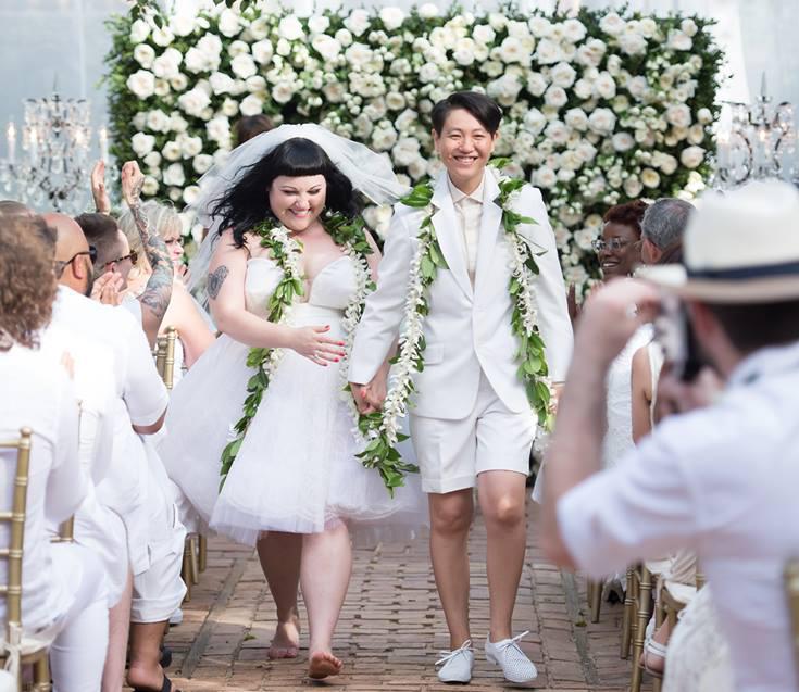 Gossip zangeres Beth Ditto trouwt in Jean Paul Gaultier