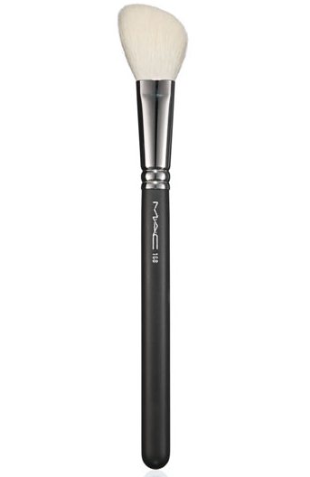 Large Angled Contour Brush van M.A.C - 34,00 €
