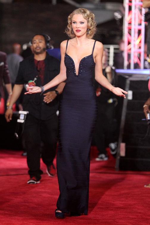 Taylor Swift in Hervé Léger