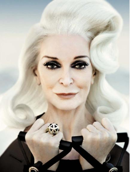 carmen dell'orefice emilia clarke grijs haar