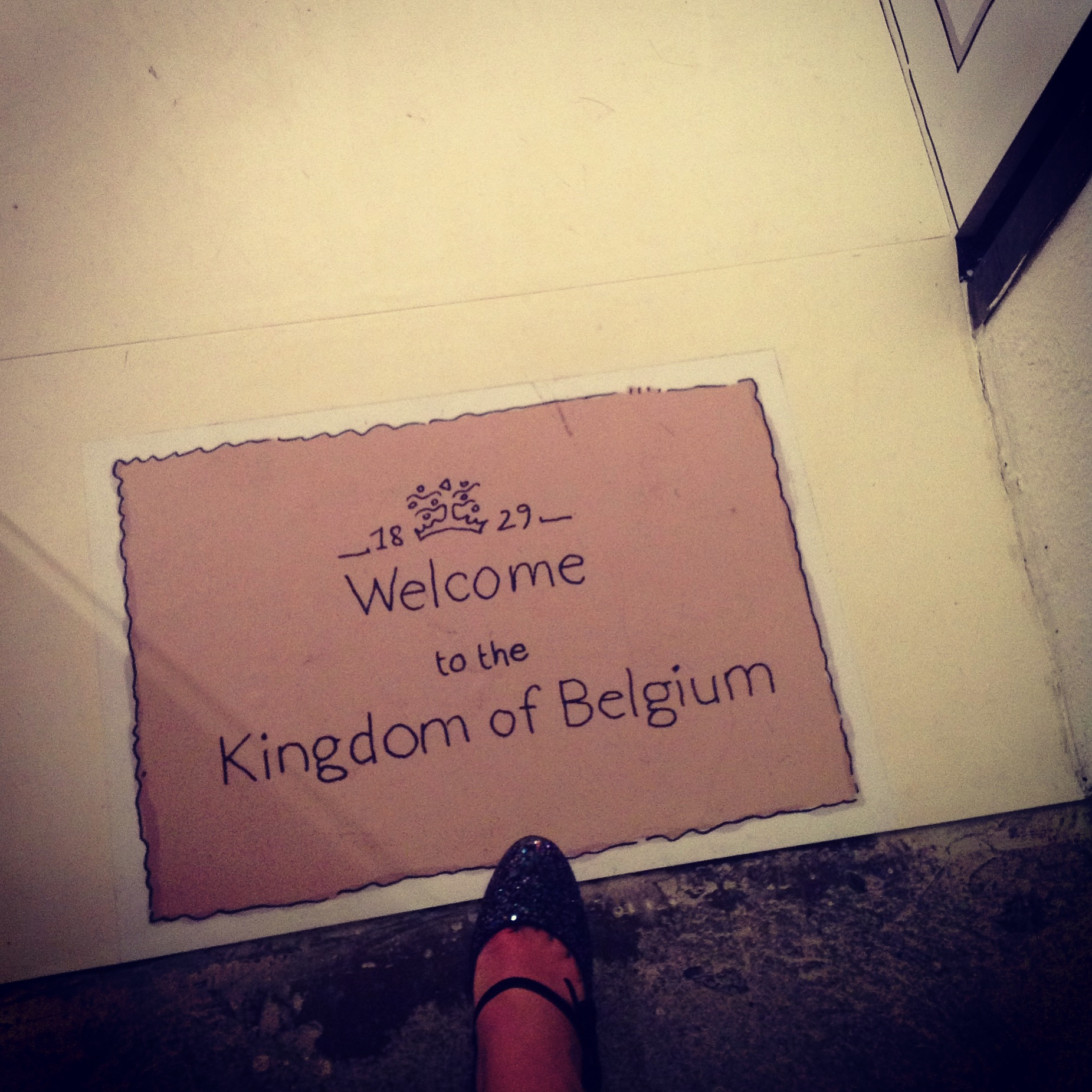 """welcome to the Kingdom of Belgium"""" Een klein stukje België in Milaan. (Delvaux was al Belgisch vòòr België dat was!)"""