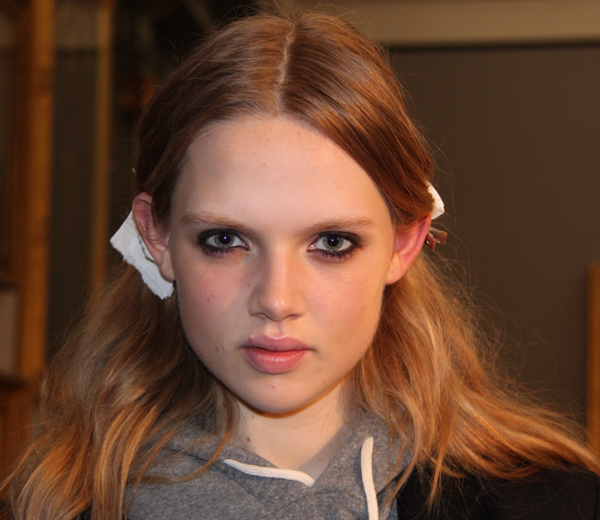 BACKSTAGE BEAUTY: pretty grunge bij Jonathan Saunders