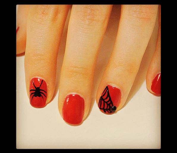 Halloween nail art: spider woman