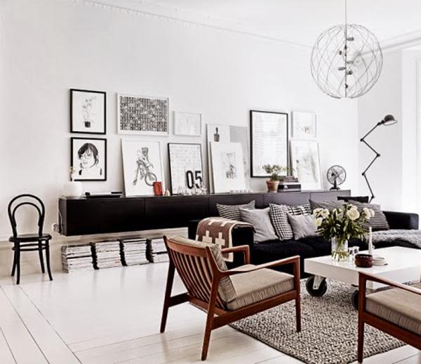 BINNENKIJKEN. Monochroom appartement met jaren vijftig-toets