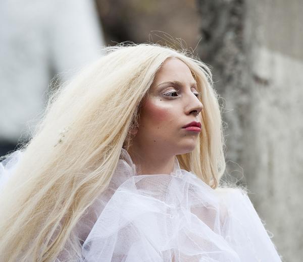 En vandaag droeg Lady Gaga…kleenex