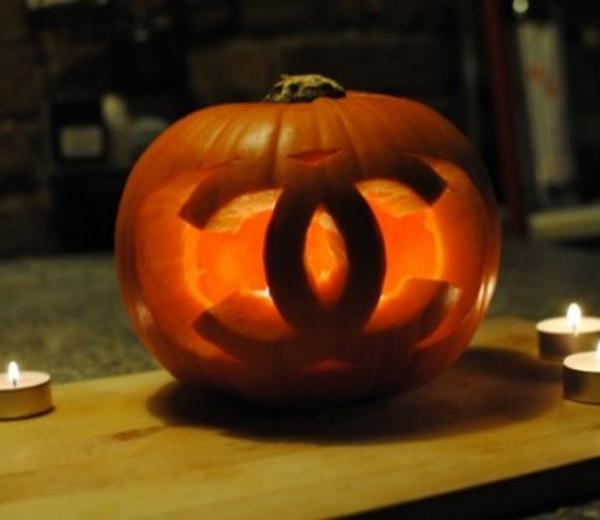 DIY. Een Chanel-pompoen voor Halloween