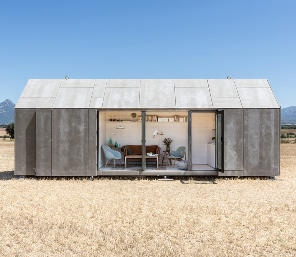 BINNENKIJKEN. Een draagbaar huis voor globetrotters