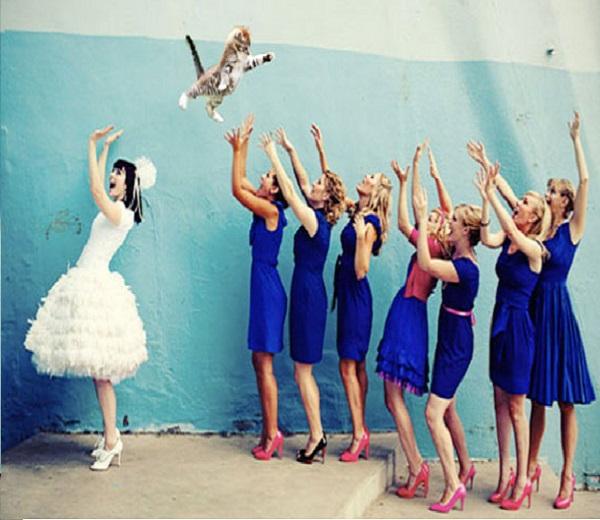 Huwelijkstrend? Bruidskat gooien