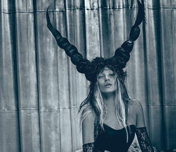 Halloween look van de dag: de duivel in Kate Moss