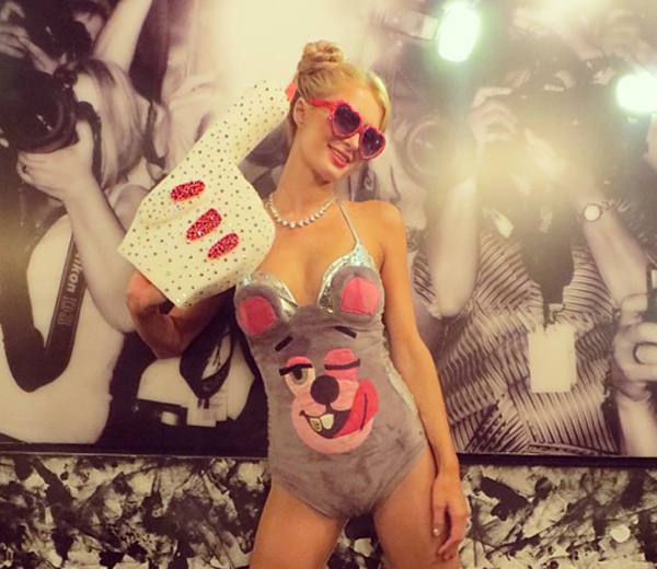 Halloween look van de dag: Paris Hilton als Miley Cyrus