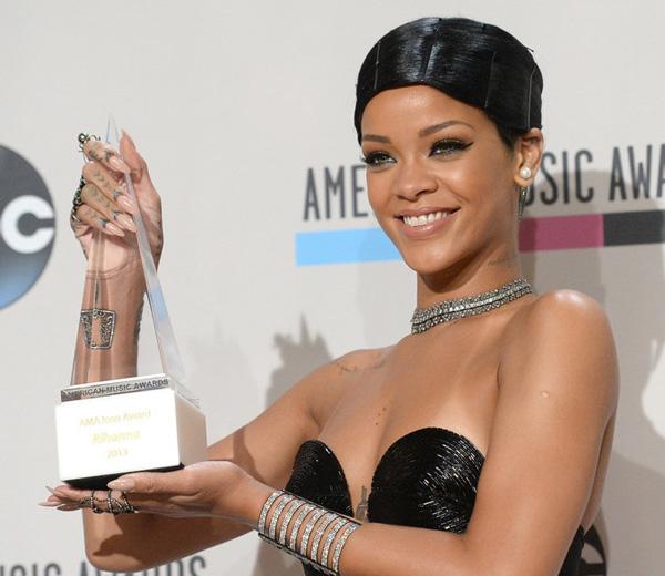 Rihanna waagt zich aan een publieke doobie