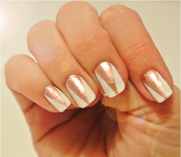 Nail art: discrete glitter