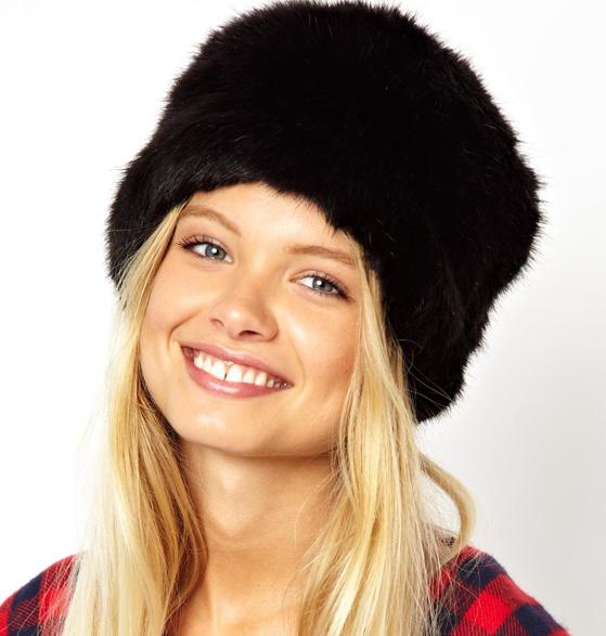 Faux Fur Cossack Hat van ASOS - 24,66 €