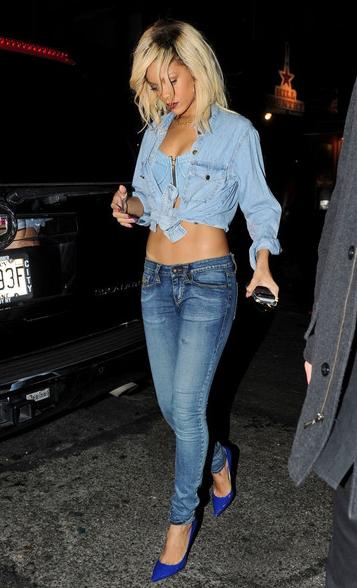 Rihanna: sexy met denim korset