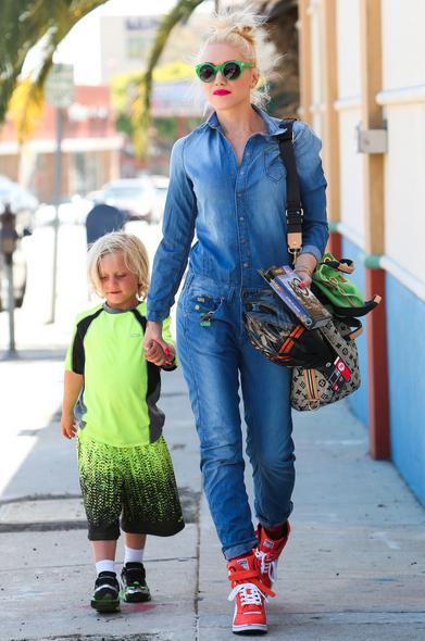 Gwen Stefani: cool mom met fluo accenten (en sidekick...)