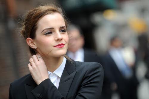Emma Watson voor 'The Late Show with David Letterman' in Saint Laurent