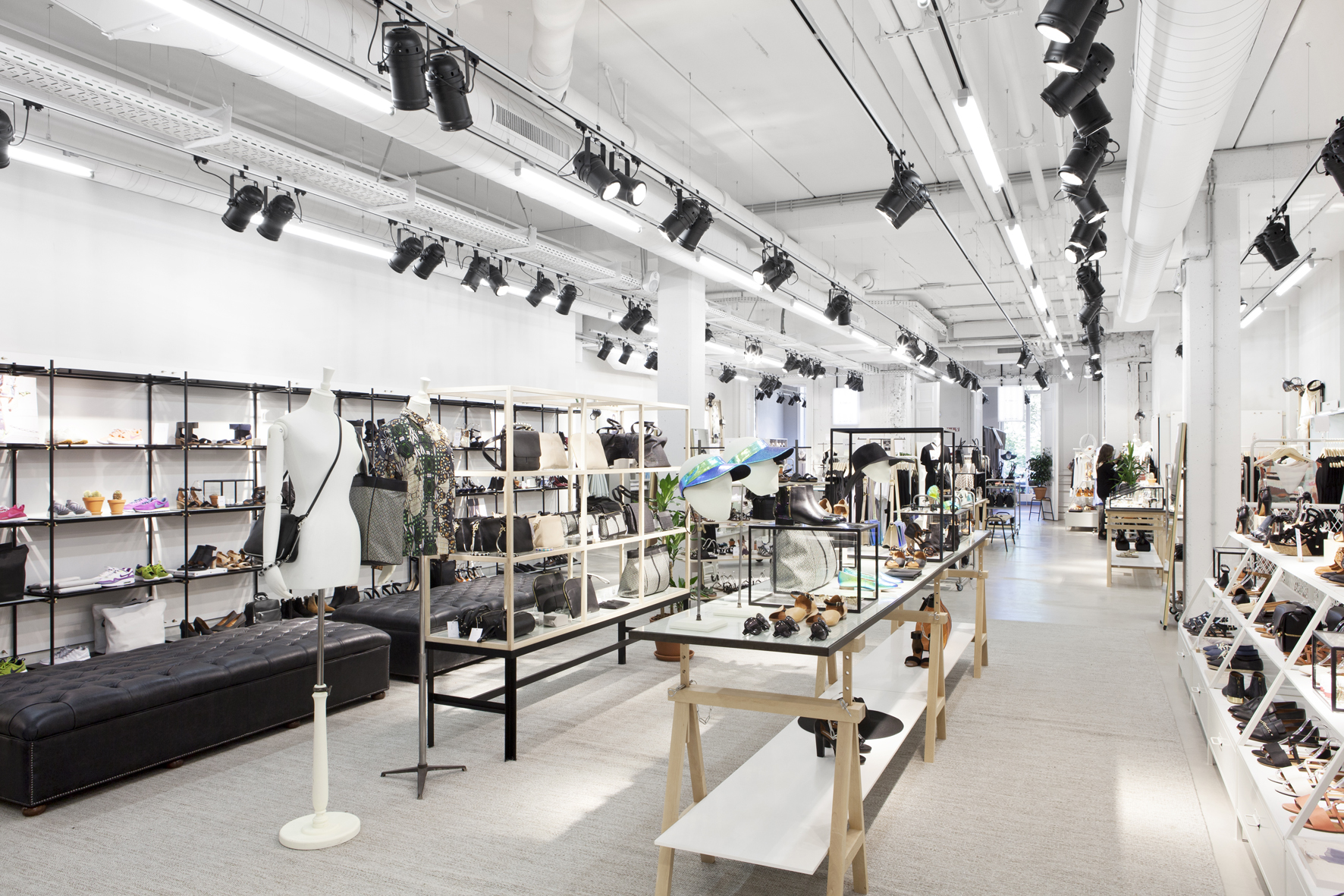 Womenswear label & Other Stories was launched by H&M in , and has grown by leaps and bounds since then. On Friday August 31, & Other Stories is inaugurating its third Parisian store, in rue Vieille-du-Temple, located at remarkable sqaure-metre premises in the hip Marais district.