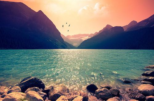 beach-lake-mountains-scenery-sun-water-Favim.com-62042