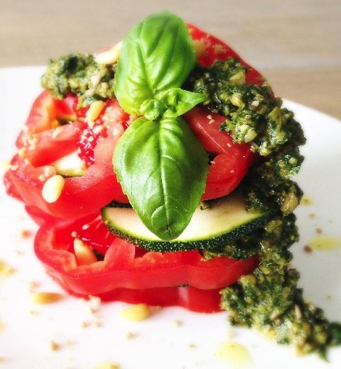 Raw Food: zomers hapje van tomaat en pesto
