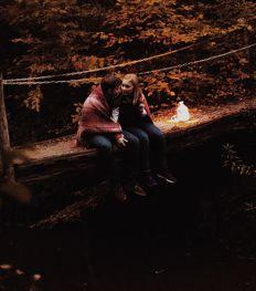 5 romantische date-ideeën voor een zwoele herfst