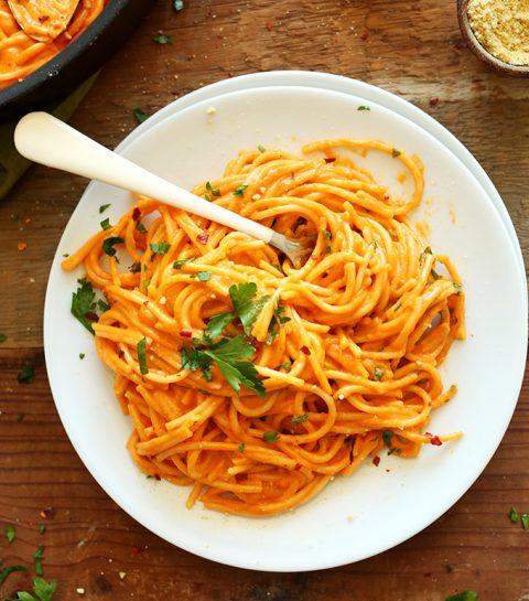 Pasta met geroosterde rode paprika