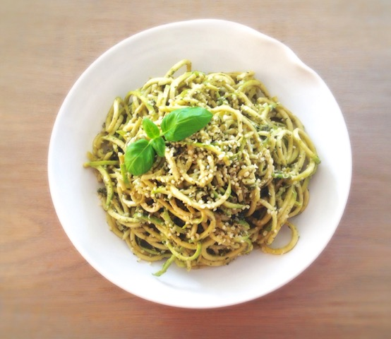Courgettenoedels met Pesto