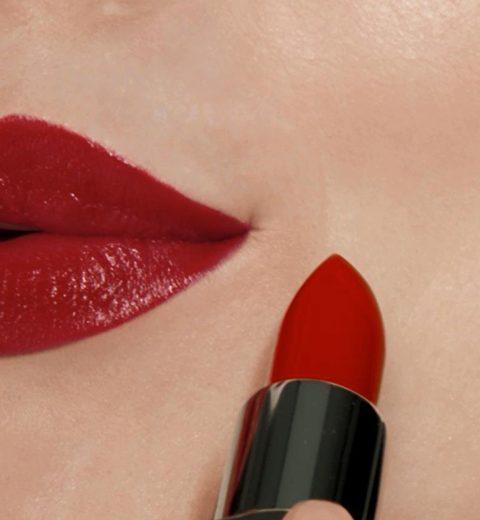 Zo blijft je lippenstift het langst zitten