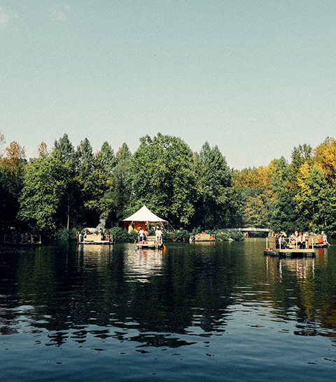 Staycation: Paradise Down The Lake is terug