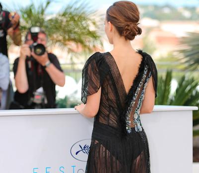 Oops: van wie zijn deze onverwacht blote billen in Cannes?