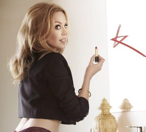 Met de billen bloot: intiem onderonsje met Kylie Minogue