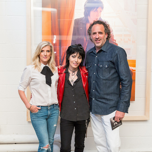 Muzieklegende Joan Jett met Levi's' Chief Product Officer Karyn Hillman en Global President James Curleigh