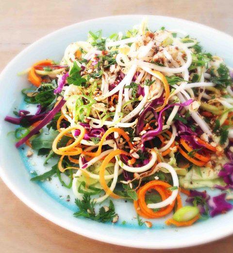Raw Food Recept: Pad Thai Noedelsalade