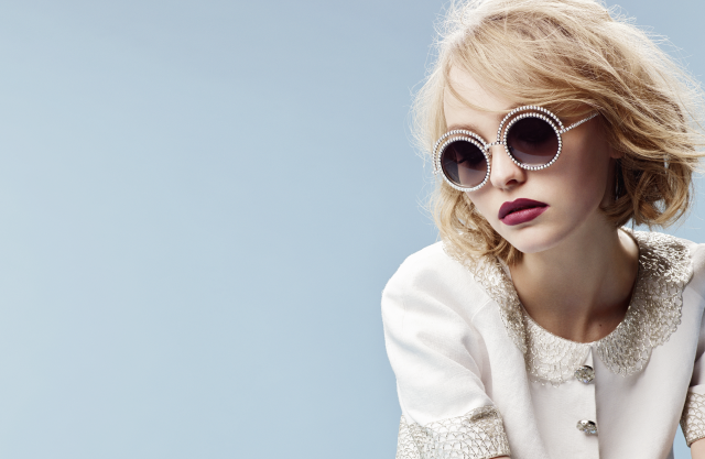 gallery-1436993141-eyewear-the-pearl-collection-ad-campaign-by-karl-lagerfeld