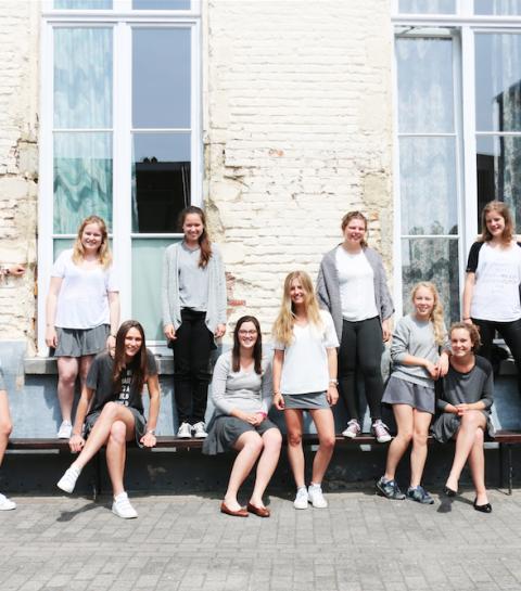 Streetstyle special: wie draagt het mooiste uniform van Vlaanderen?