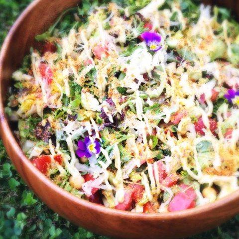 Platte Buik Salade met Tomaat & Kikkererwten