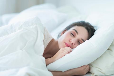 5 redenen om te slapen met koperen kussen