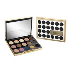 Gwen Stefani Eyeshadow Palette (52,00 €) is vanaf 1 december verkrijgbaar bij geselecteerde  ICI PARIS XL winkels en online via iciparisxl.be.