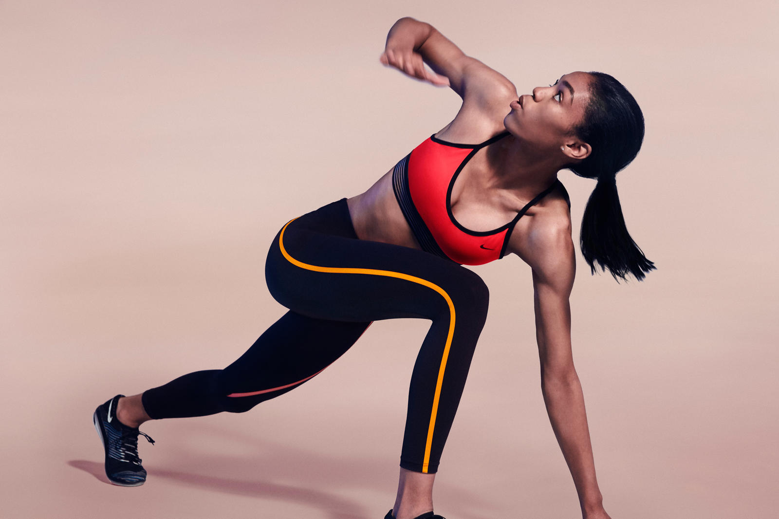 FA16_NWMN_Nike_Pro_Bra_Movement_Vashti_native_1600