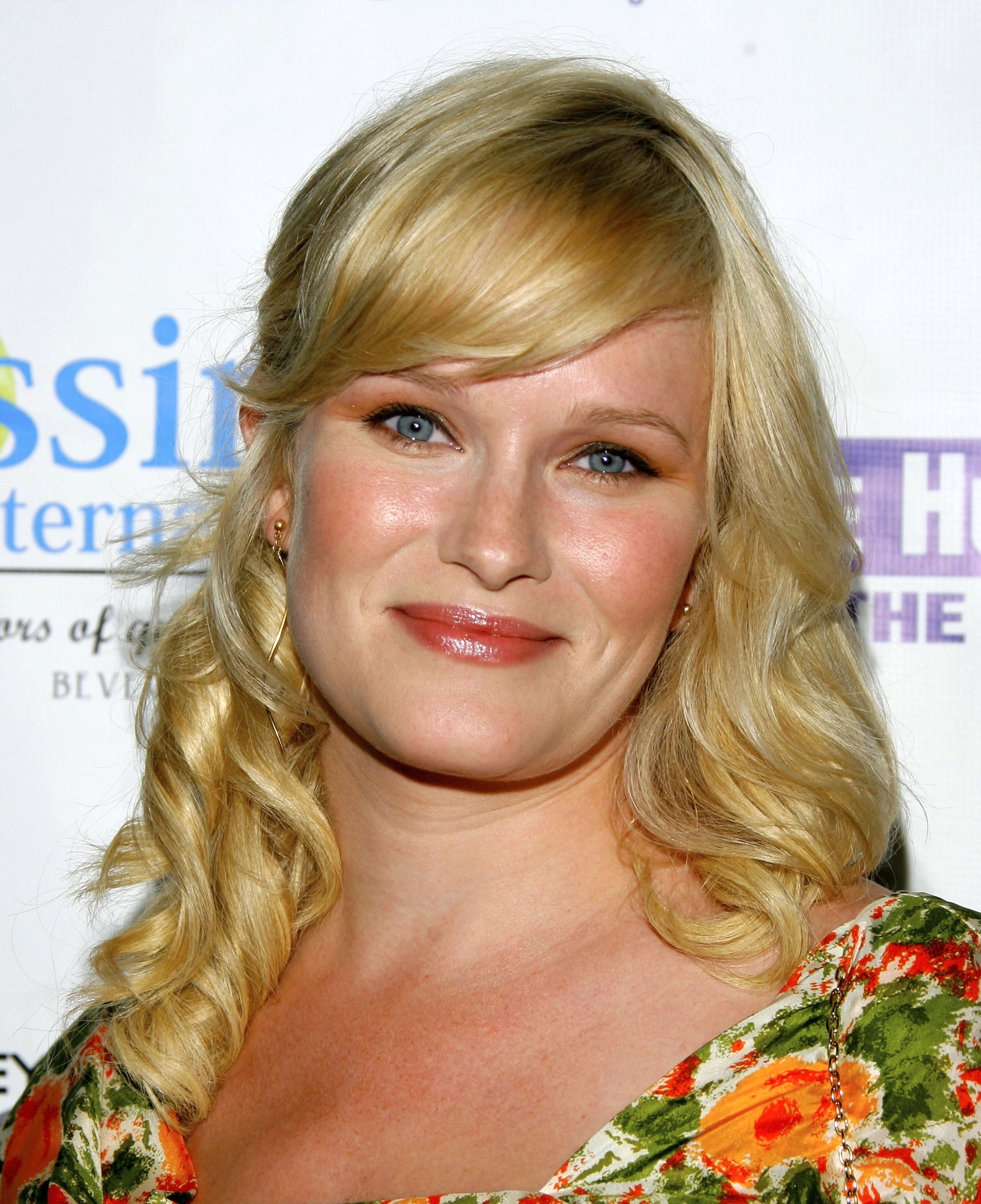 "LOS ANGELES, CA - SEPTEMBER 27: Actress Nicholle Tom attends Issimo Internationals' launch of the candle ""Loyal"" on September 27, 2006 in Los Angeles, California. This candle has been designed to help raise awareness for the Humane Society of the United States. (Photo by Mark Davis/Getty Images)"